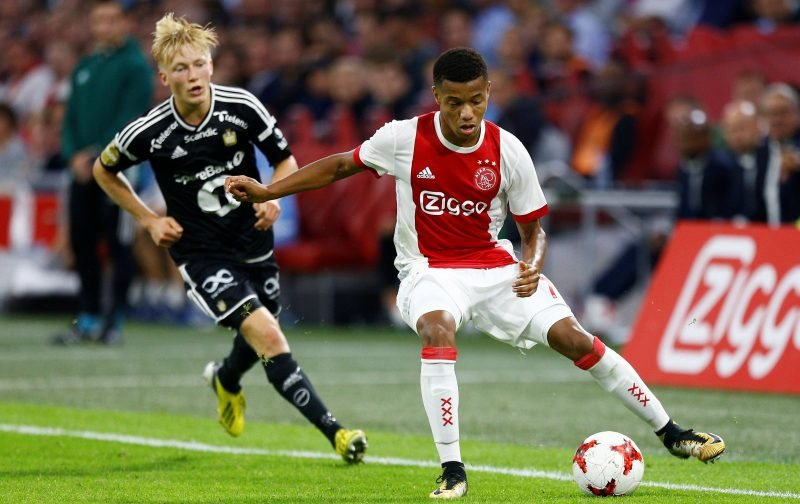 Arsenal fans take to Twitter to demand David Neres swoop