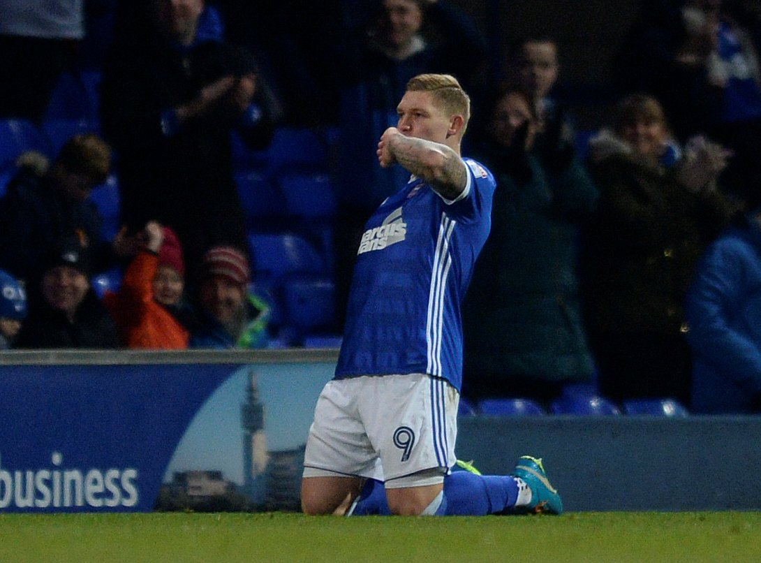 Leeds set to fall further behind Derby following Martyn Waghorn deal