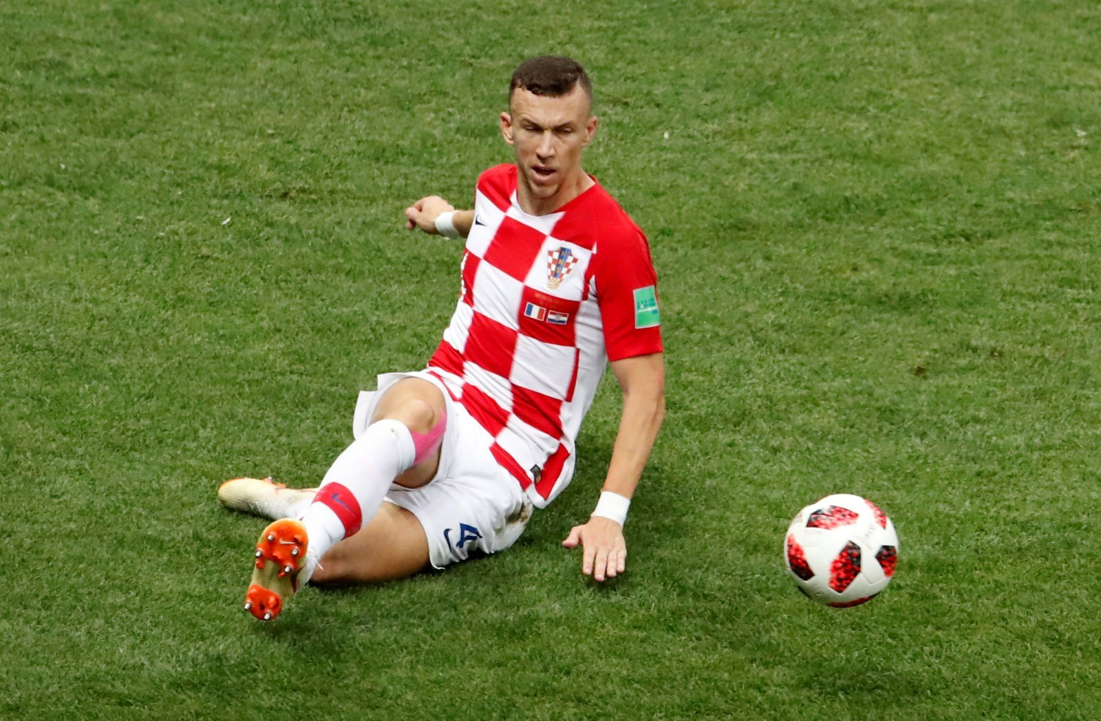 Arsenal fans on Twitter desperate to bring in Perisic