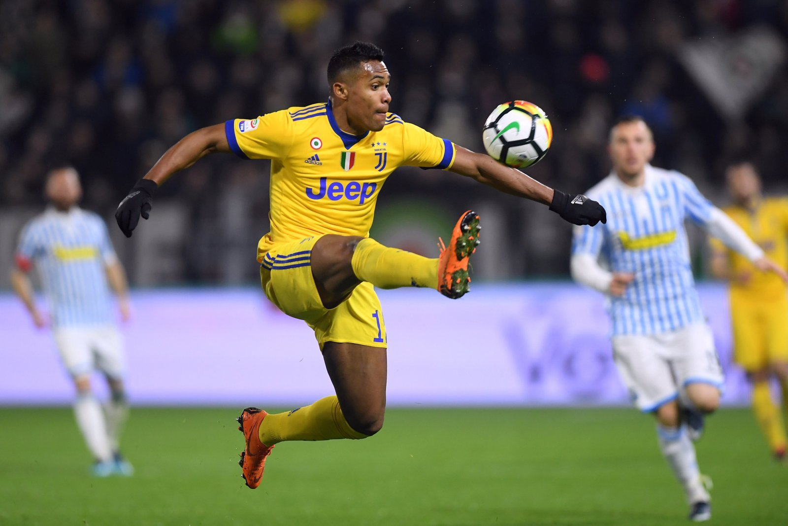 Signing Alex Sandro has to be Manchester United's priority this summer