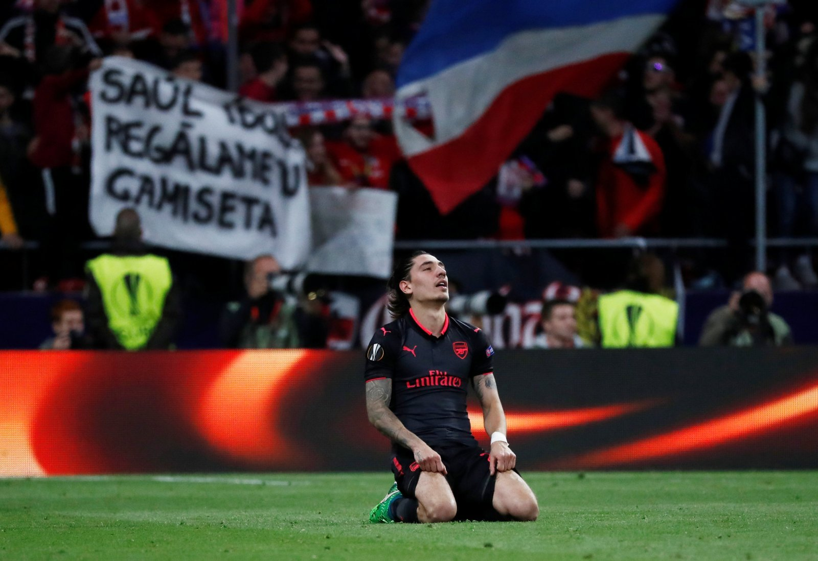 Bellerin's place in the Arsenal team in doubt because of Lichtsteiner