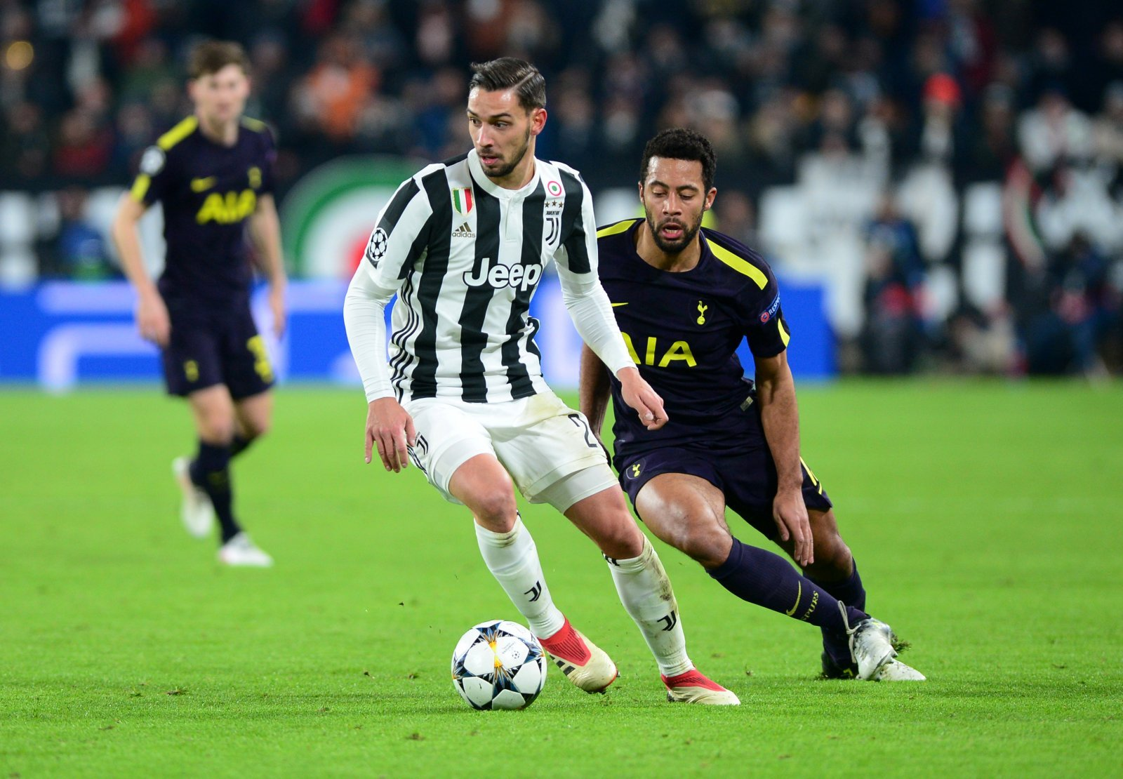 Manchester United should push for a swap deal with Juventus for De Sciglio