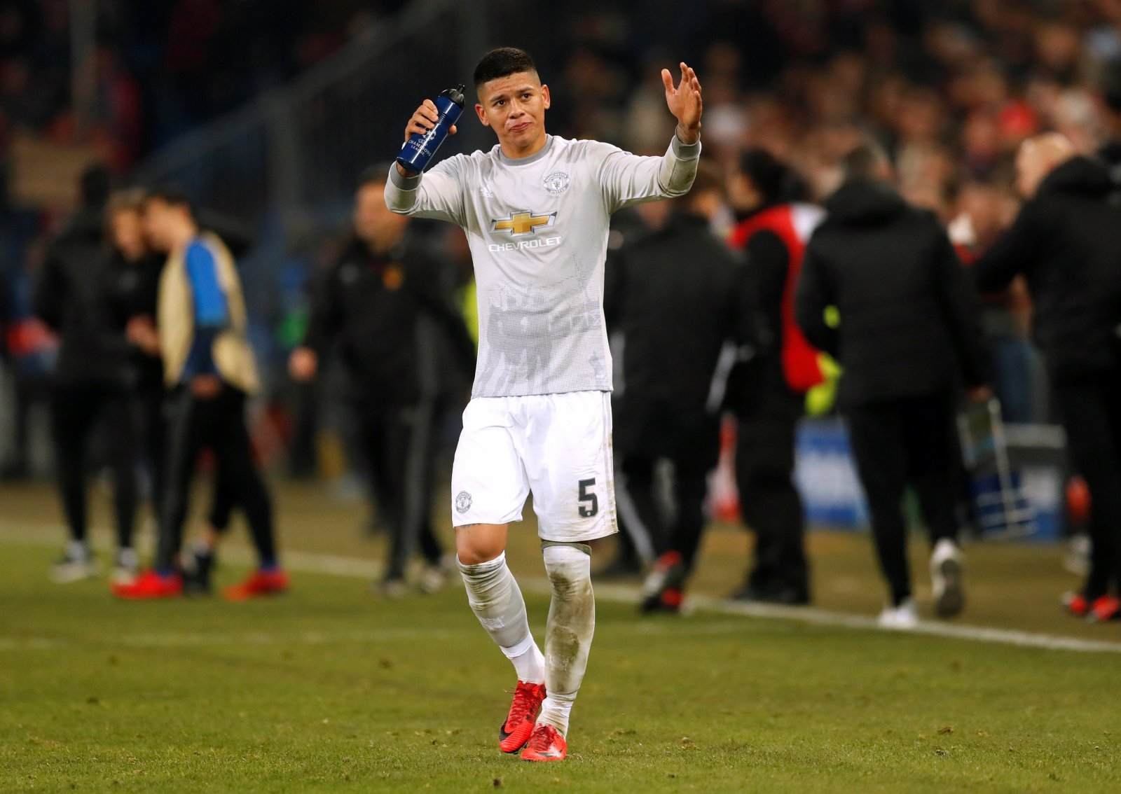 Everton would be wise to move for Manchester United's Marcos Rojo