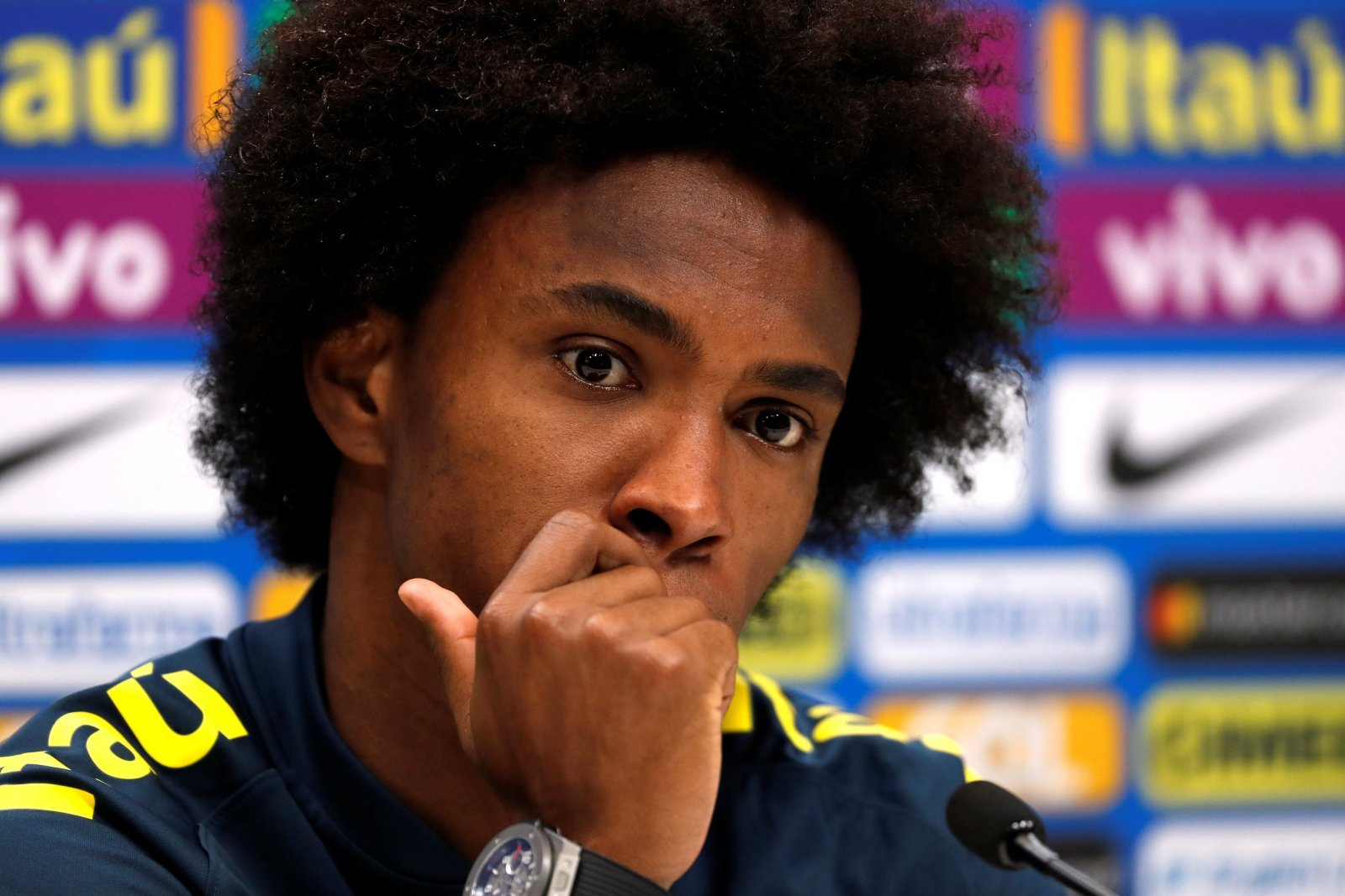 Chelsea fans on Twitter hijack club post to demand Willian departure