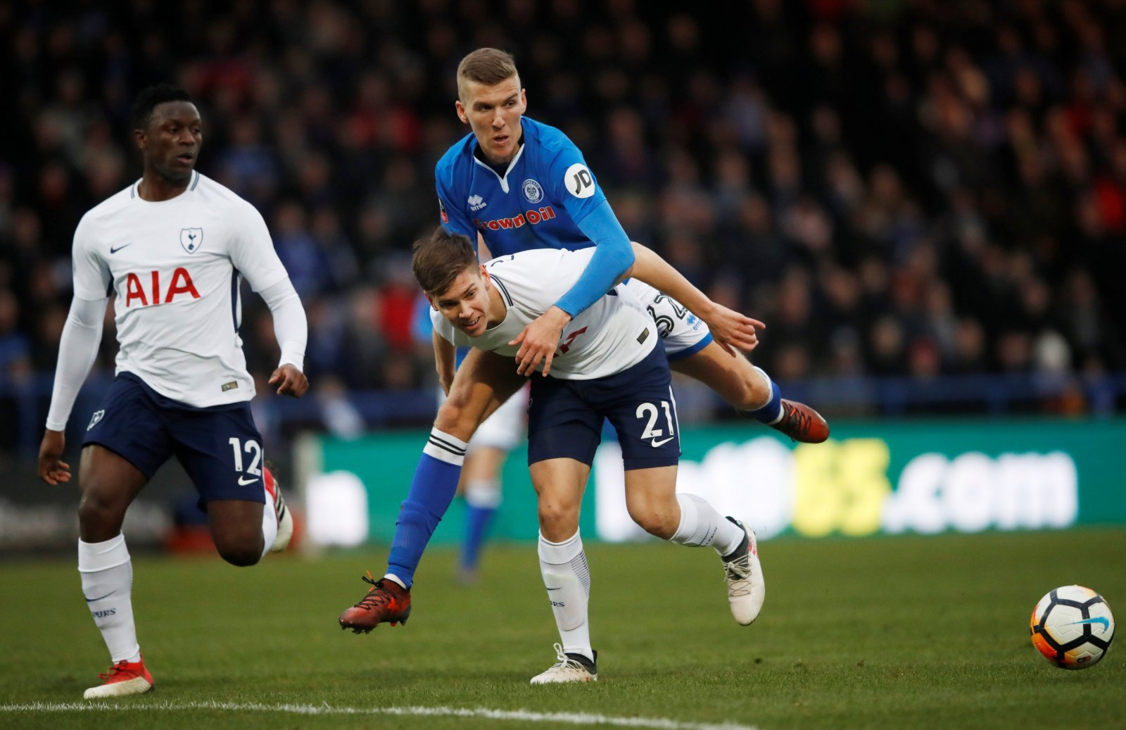 Leeds simply must sign Juan Foyth before the August deadline