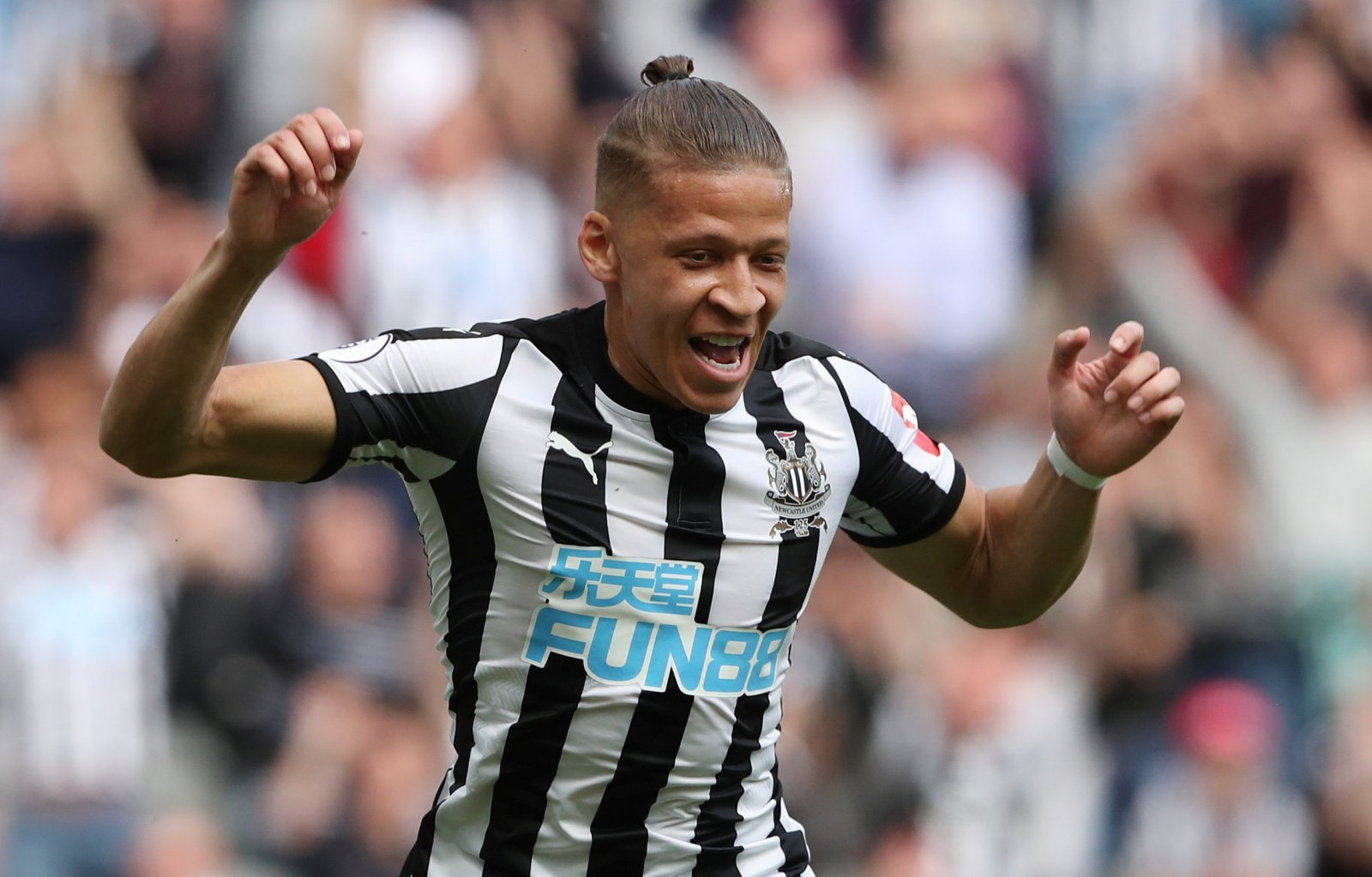 Newcastle United fans on Twitter begin to turn on Dwight Gayle