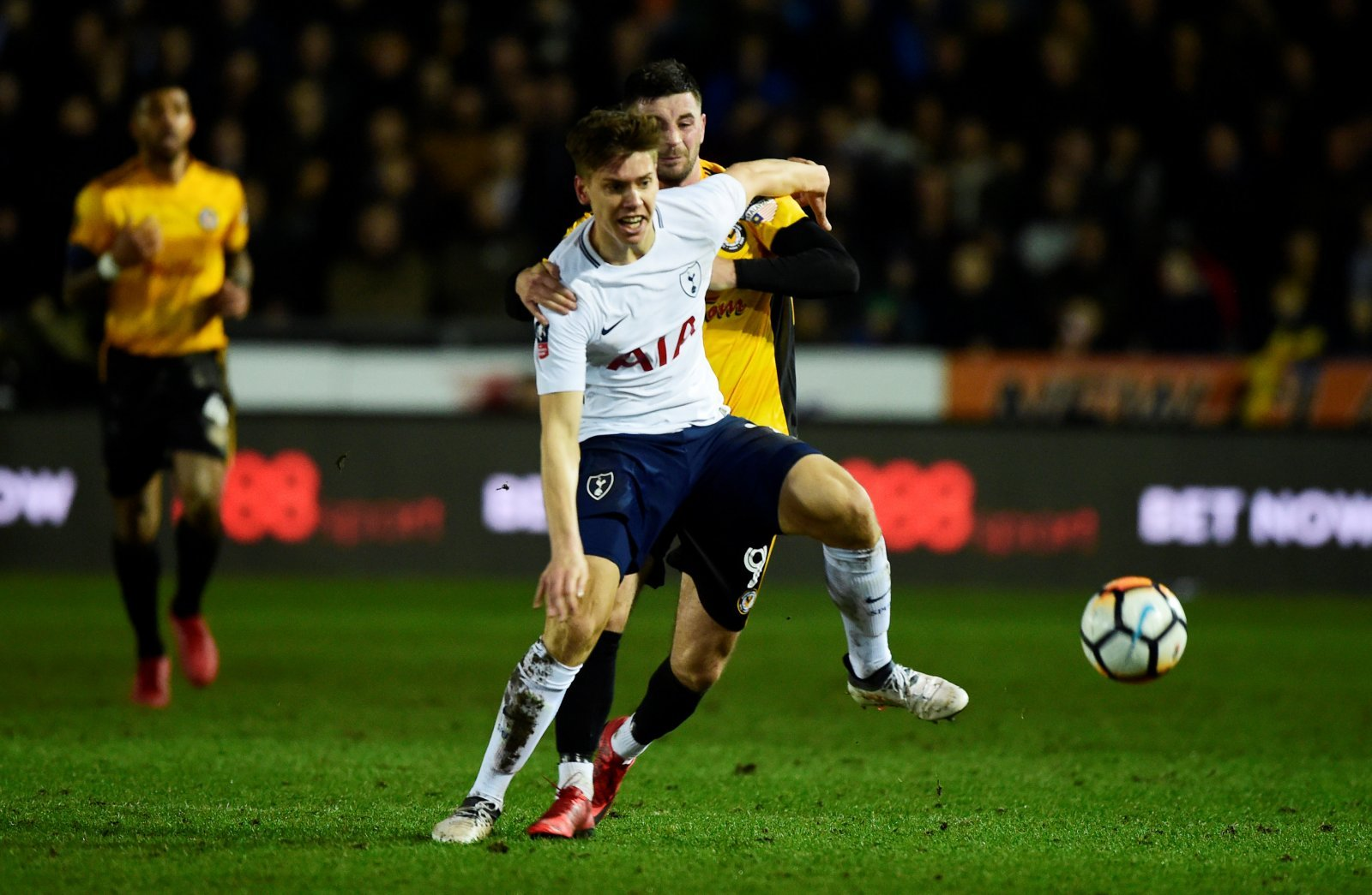 Leeds United interested in loan move for Juan Foyth