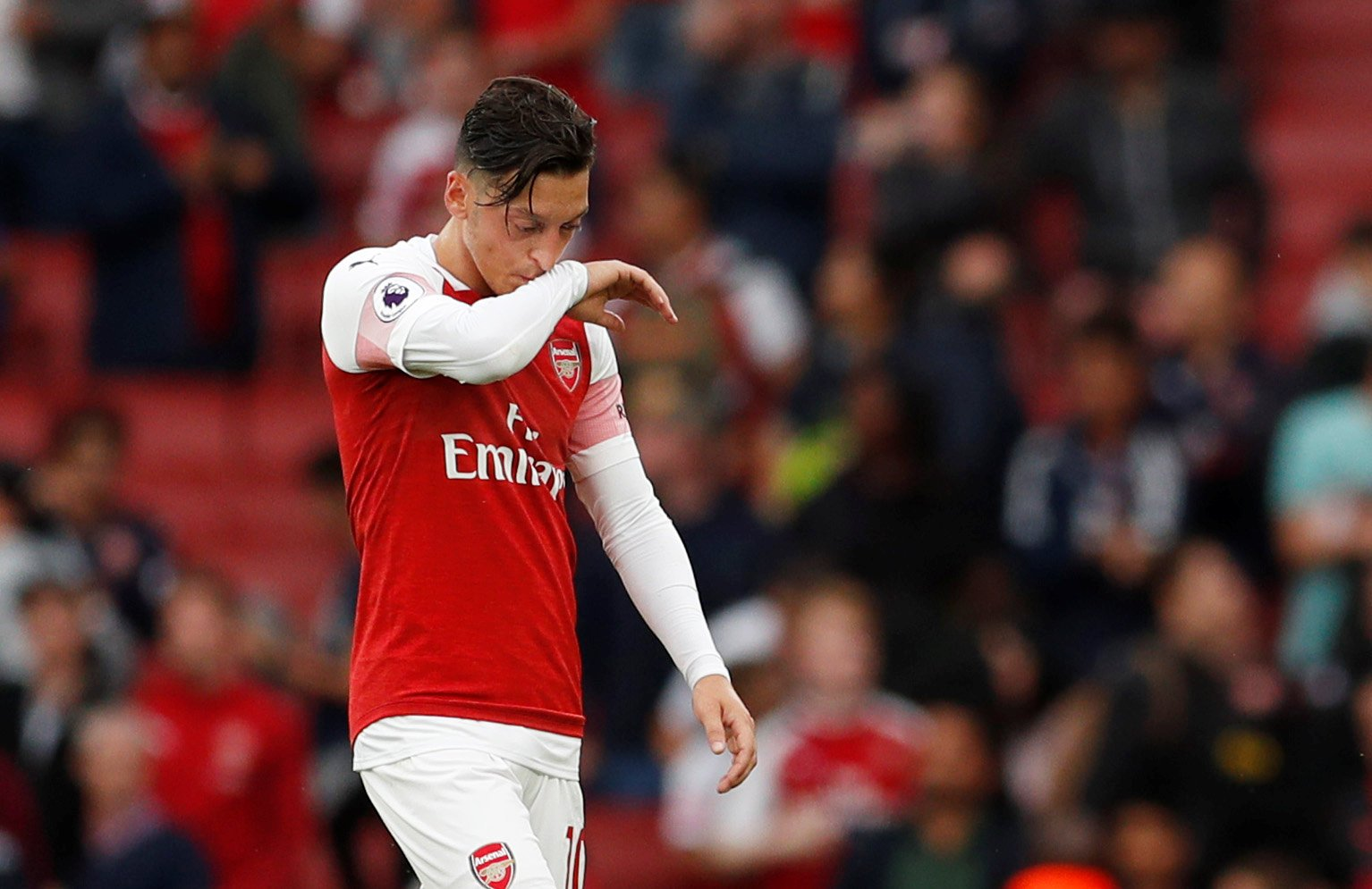 Time for Emery to swallow his pride and build Arsenal's attack around Mesut Ozil