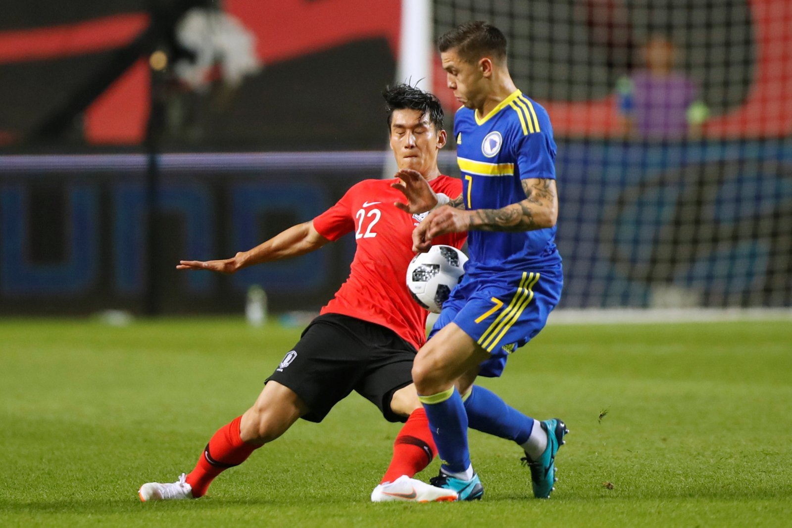 Everton keen to offload Mo Besic but wage demands a concern