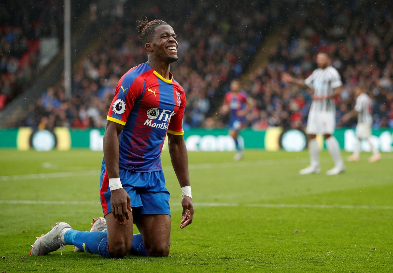 Arsenal fans react to £40 million Wilfried Zaha bid