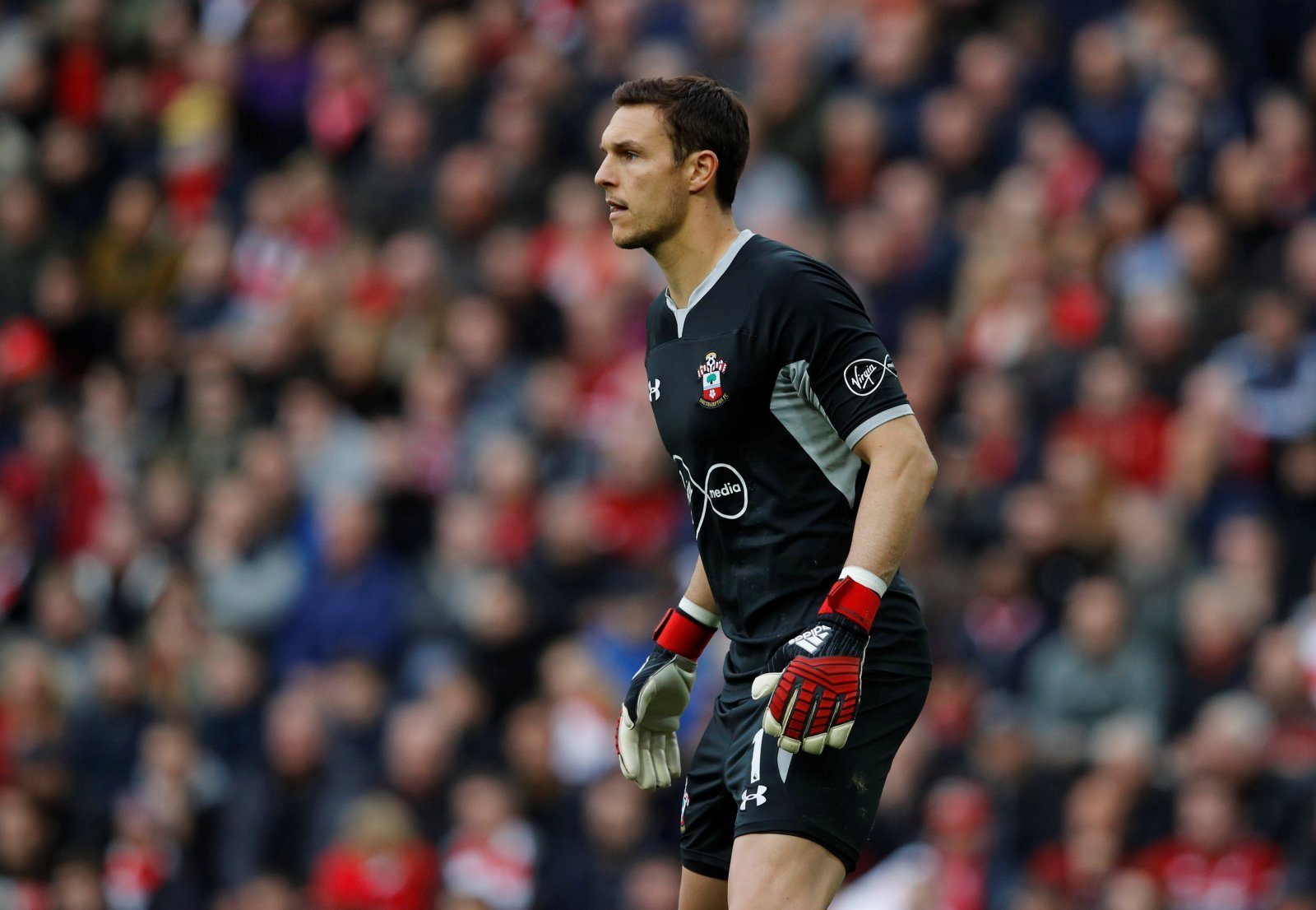 Southampton: Fans reveal who they want to see in goal against Everton