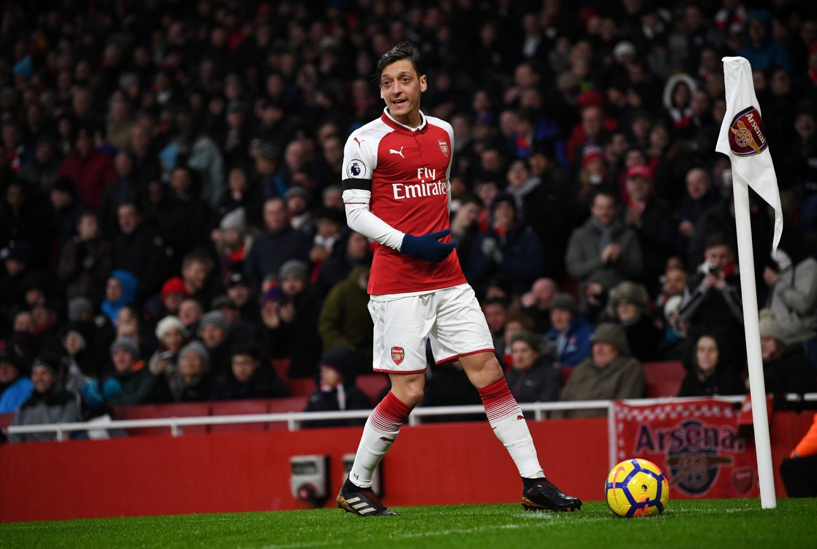 Arsenal legend goes against popular opinion to back Ozil
