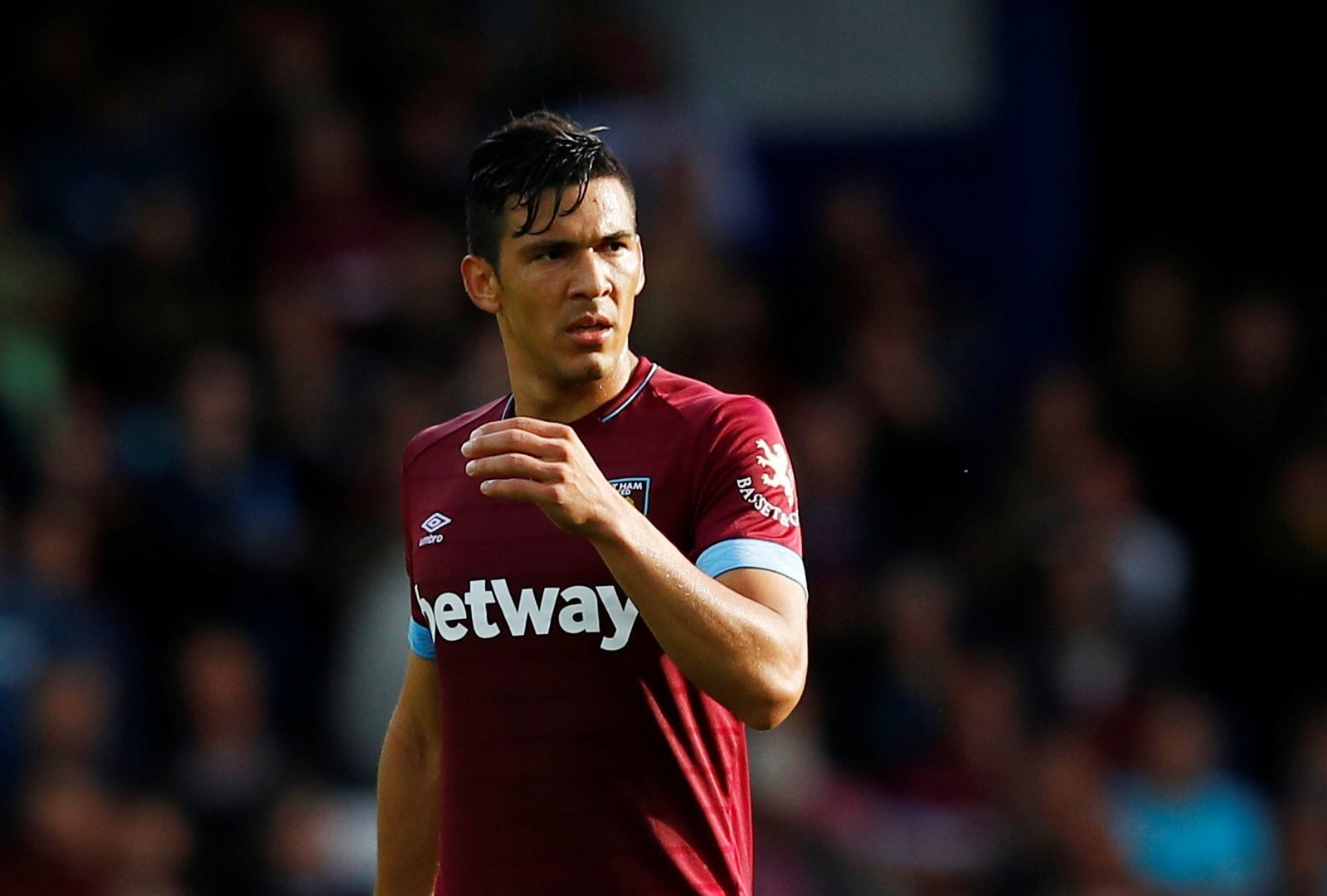 West Ham fans take to Twitter to show their appreciation for Fabian Balbuena