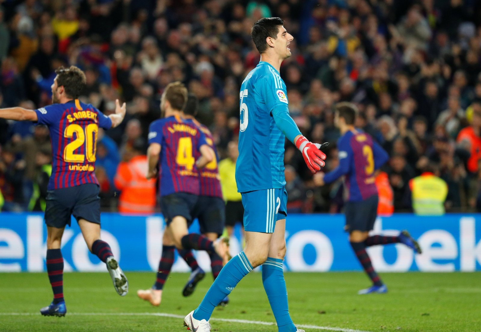Real Madrid: Fans make their feelings clear on Thibaut Courtois