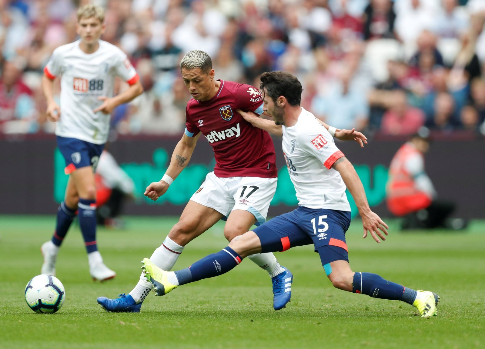 West Ham fans divided over Hernández's future