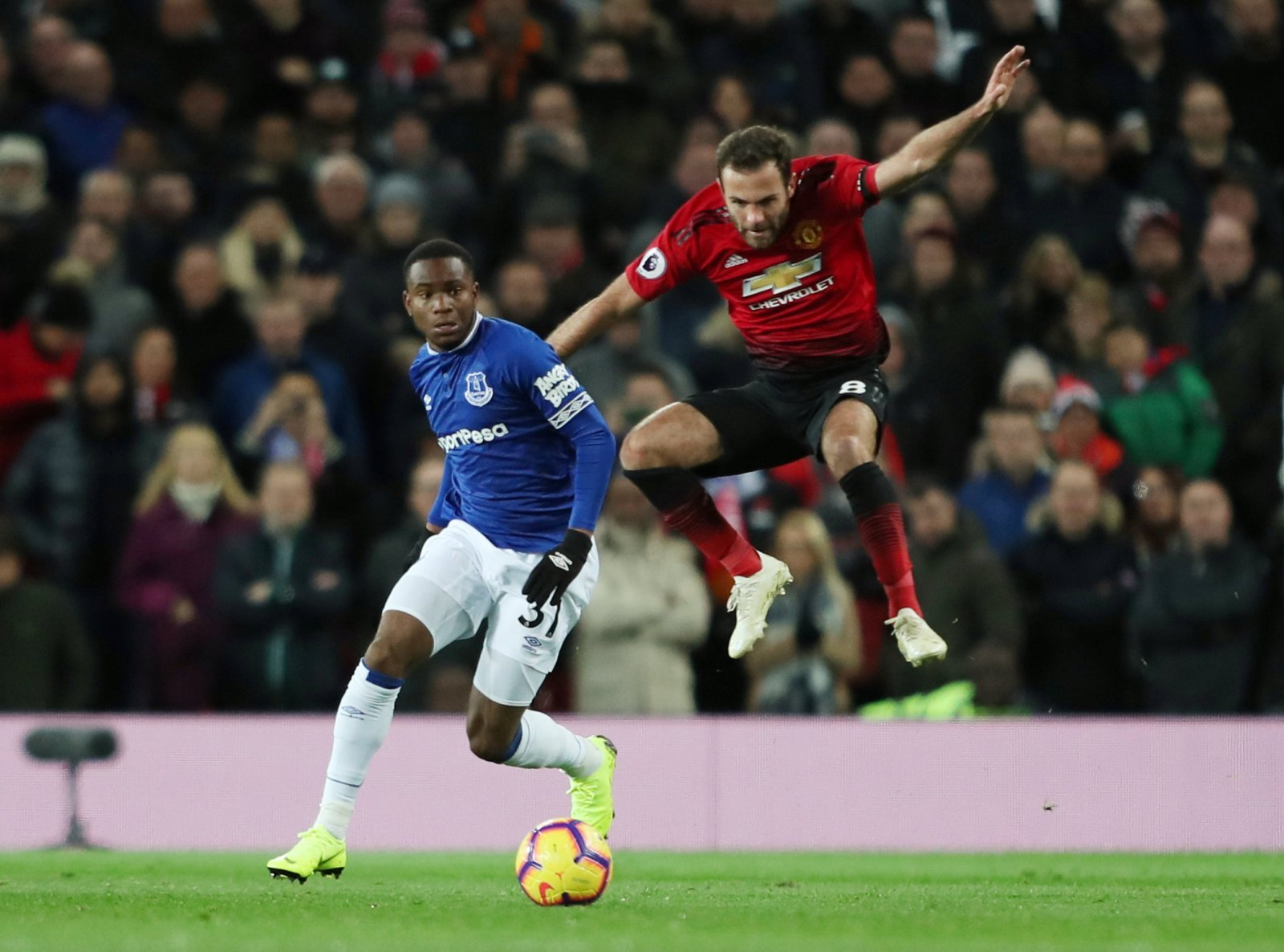 Everton could offer Lookman for Wan-Bissaka