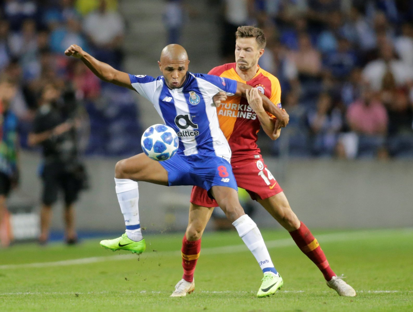 Everton line up move for Yacine Brahimi
