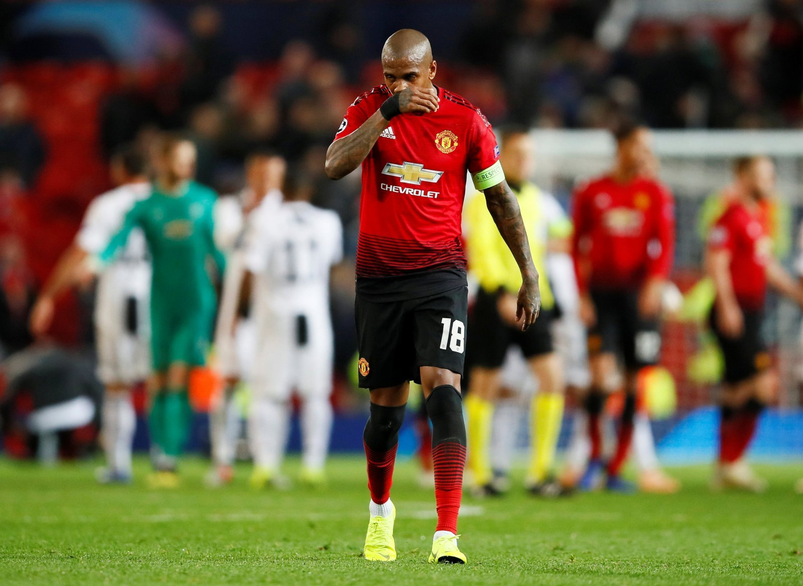 Ashley Young's poor form a worrying sight for Manchester United fans on Twitter