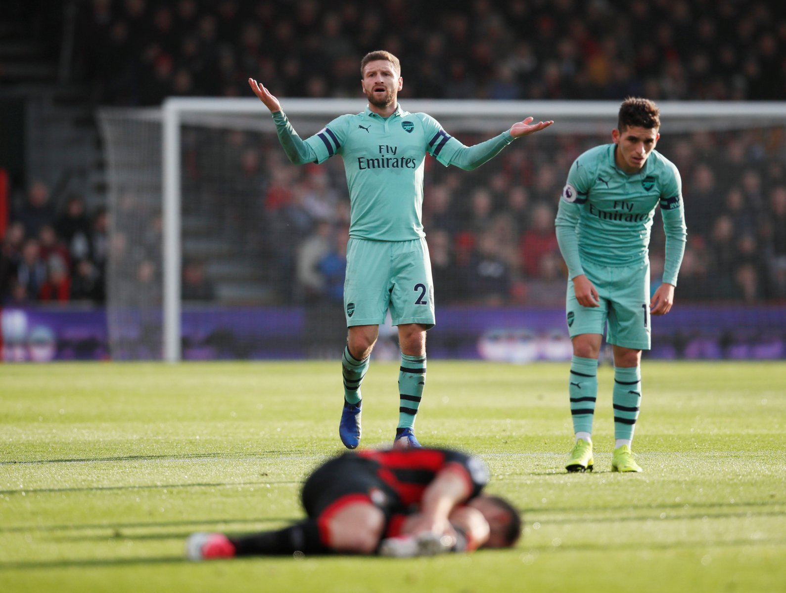 Arsenal: Emery has to listen to Charlie Nicholas and bring in centre-backs