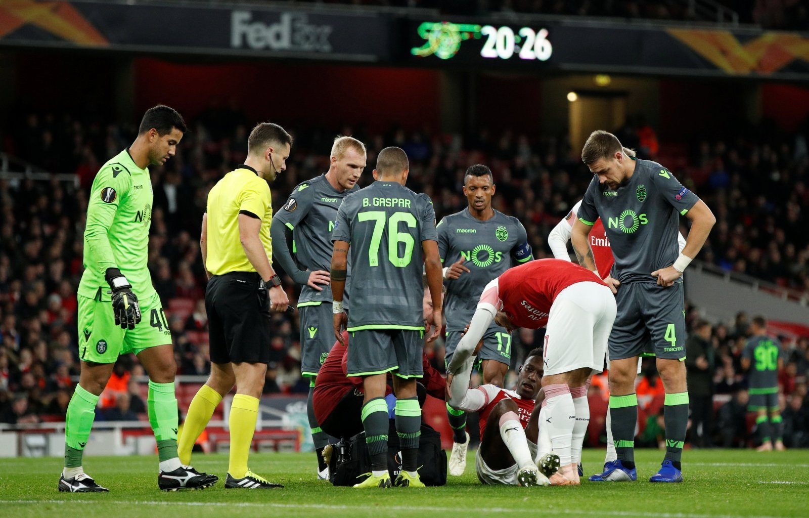Arsenal fans on Twitter react to Danny Welbeck's horror injury