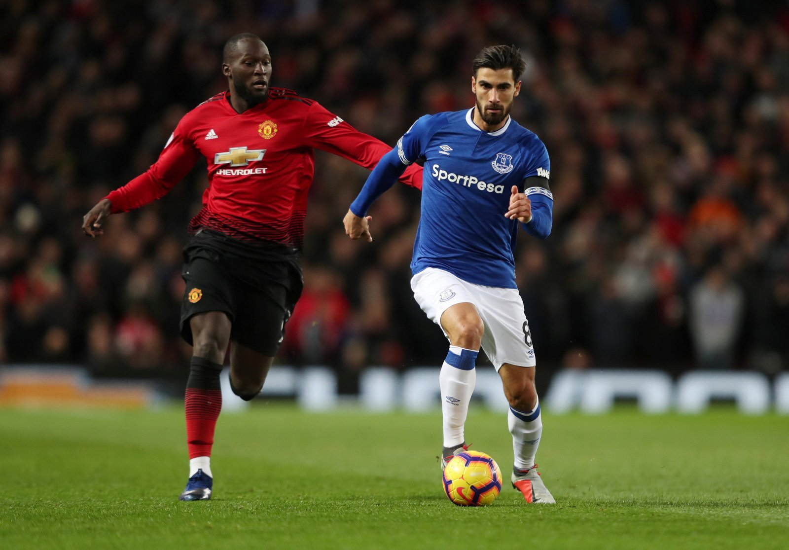 Everton fans take to Twitter to beg Andre Gomes for a win