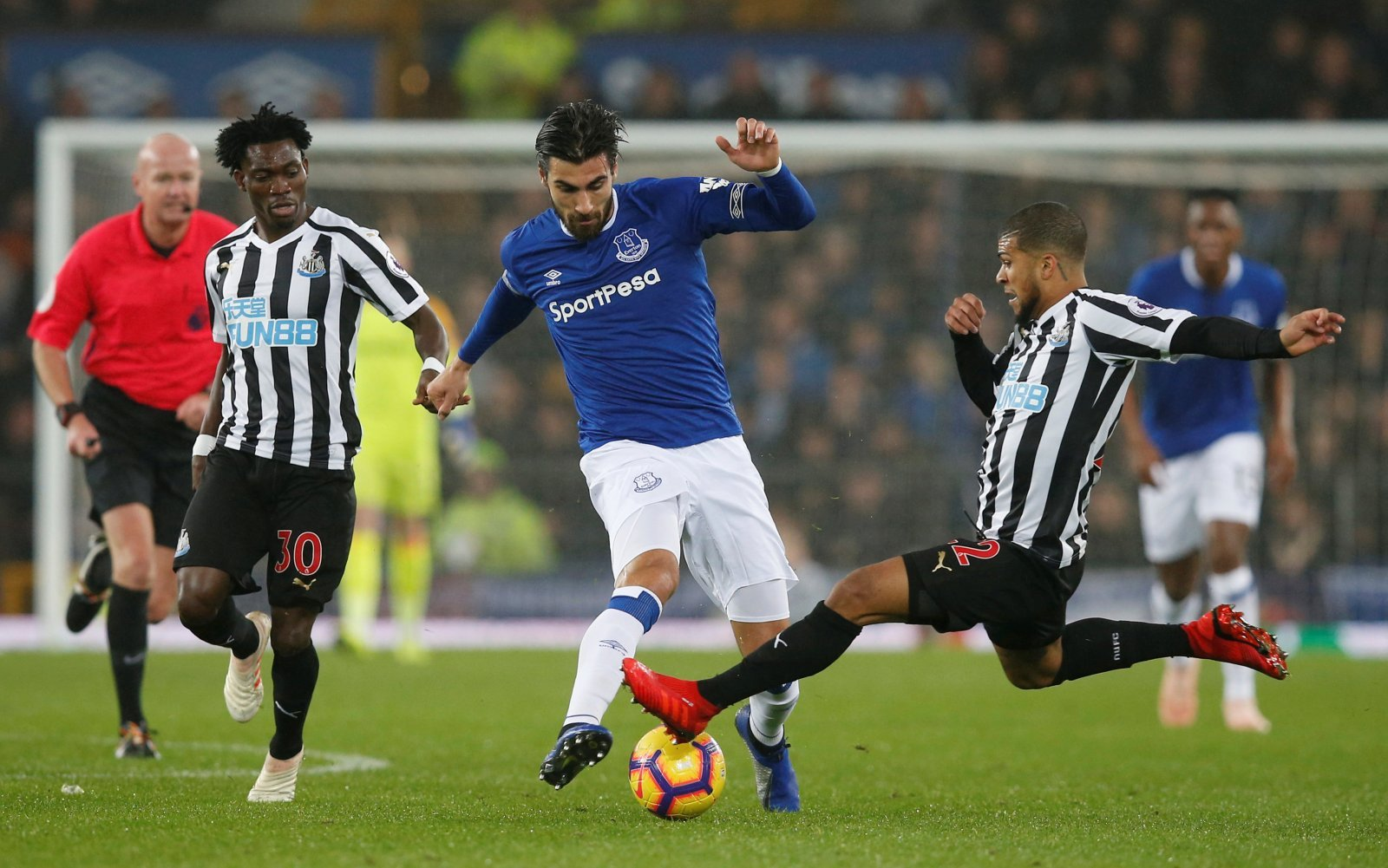 Forget Batshuayi: Everton must focus all their efforts on sealing permanent Andre Gomes deal