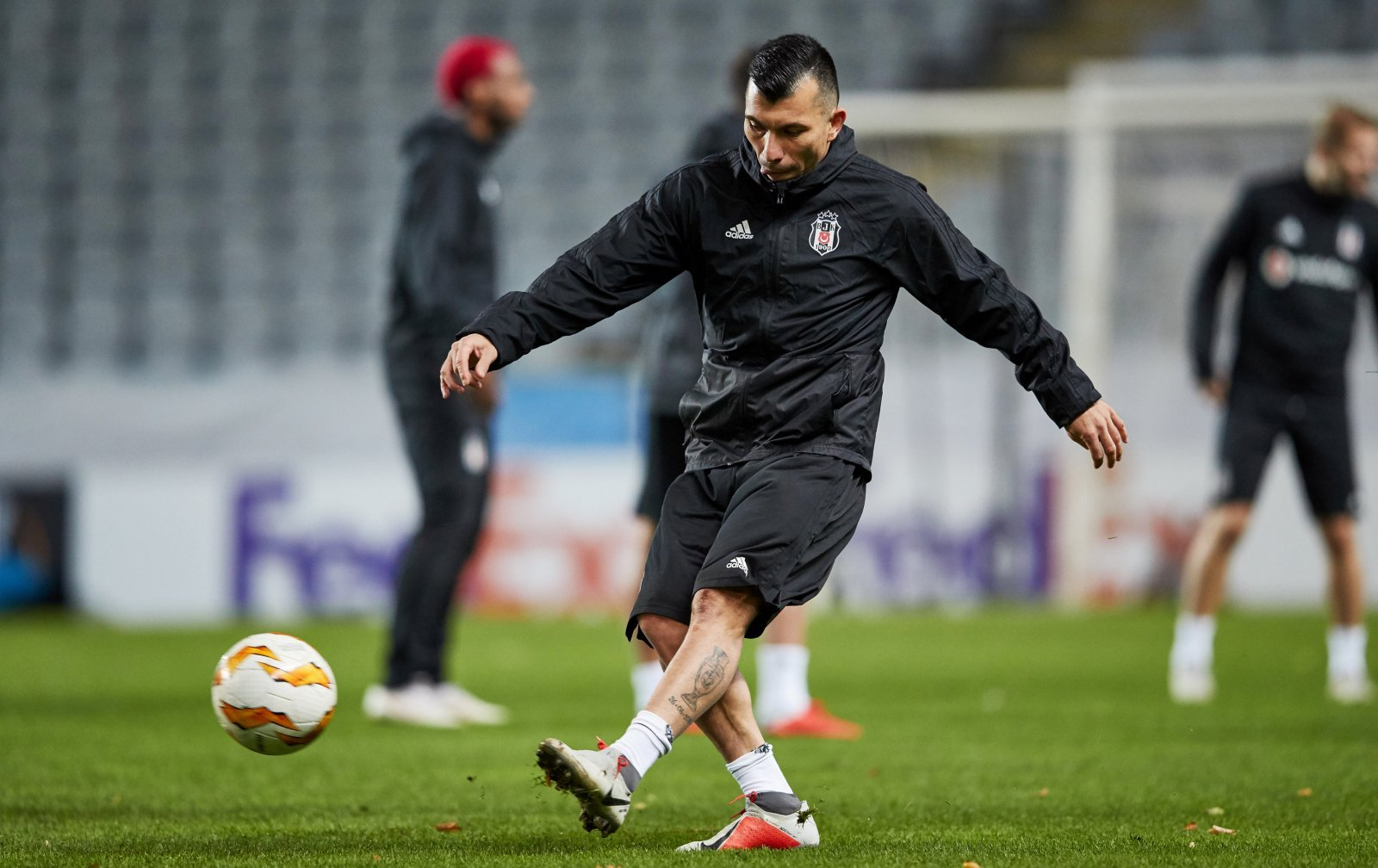 West Ham thought to be interested in Besiktas' Gary Medel