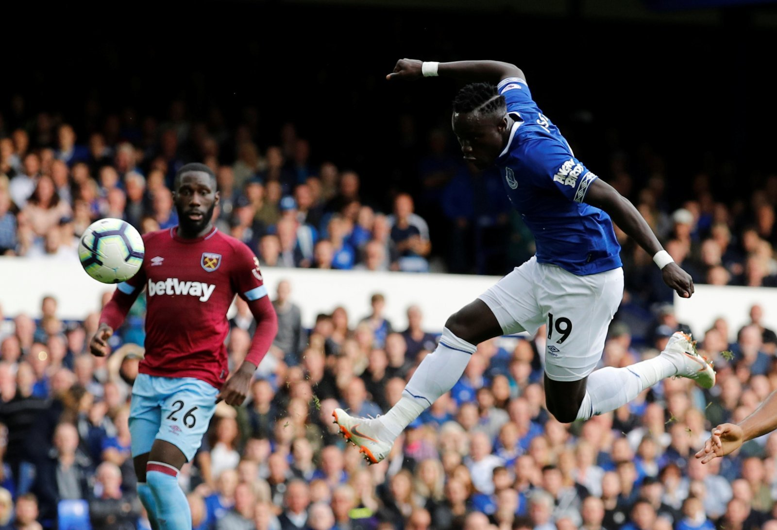 Everton receive offer from Crystal Palace for Oumar Niasse