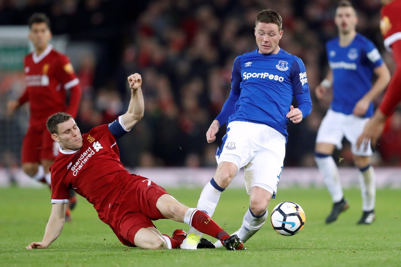 Everton: James McCarthy allowed to leave
