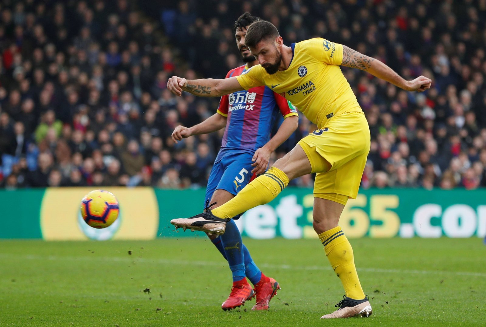 Chelsea: Fans call for Olivier Giroud to receive more game time