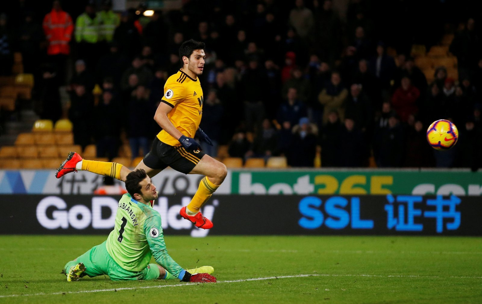Raul Jimenez wants to stay at Wolves