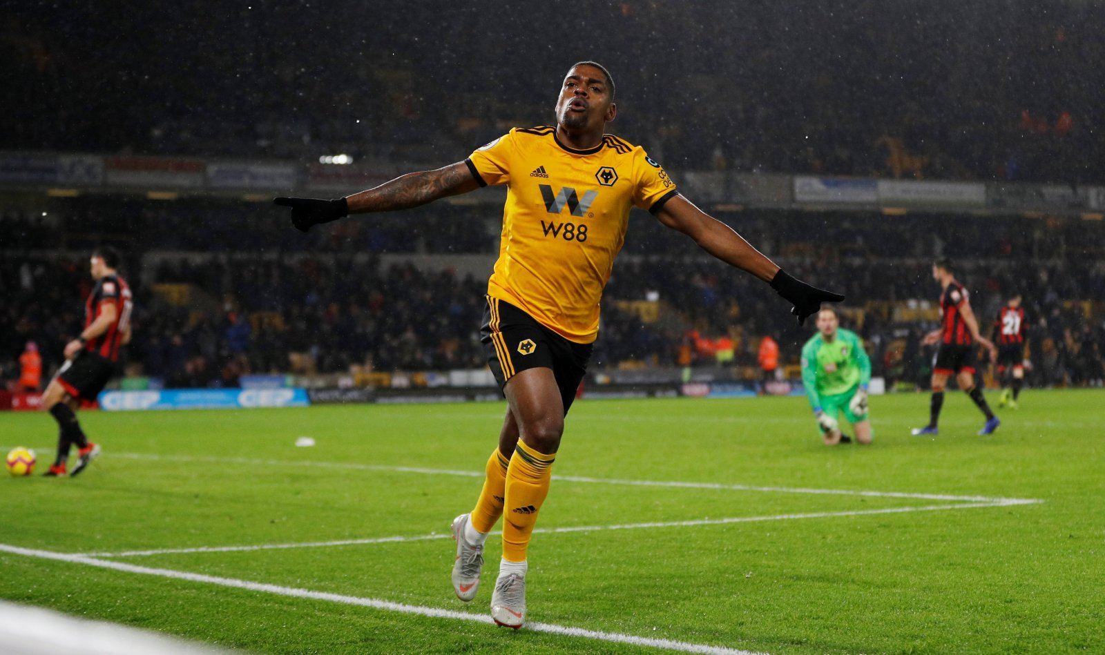 Wolves: Fans want on-loan Ivan Cavaleiro back at Molineux