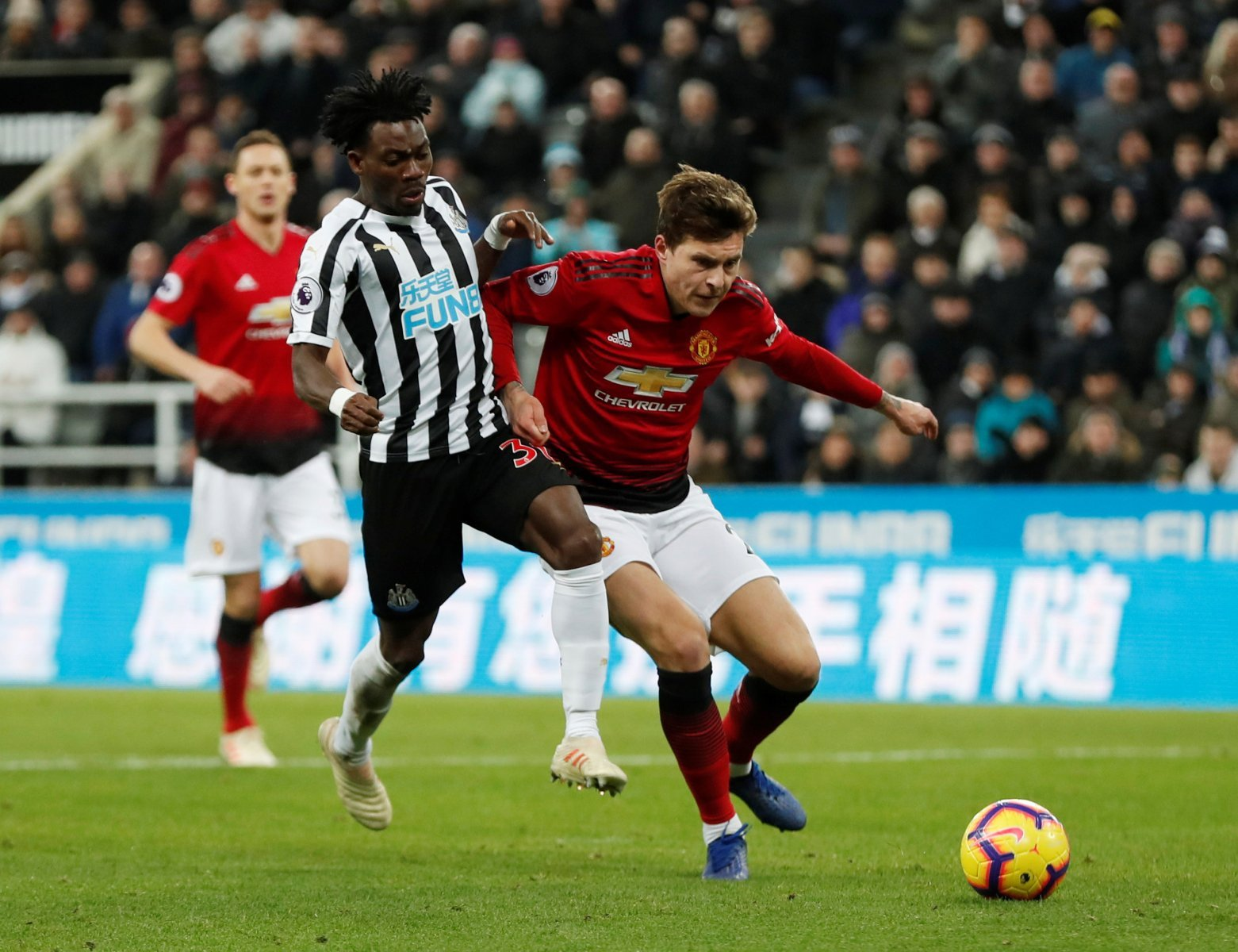 Manchester United fans on Twitter are praising Lindelof following Burnley display