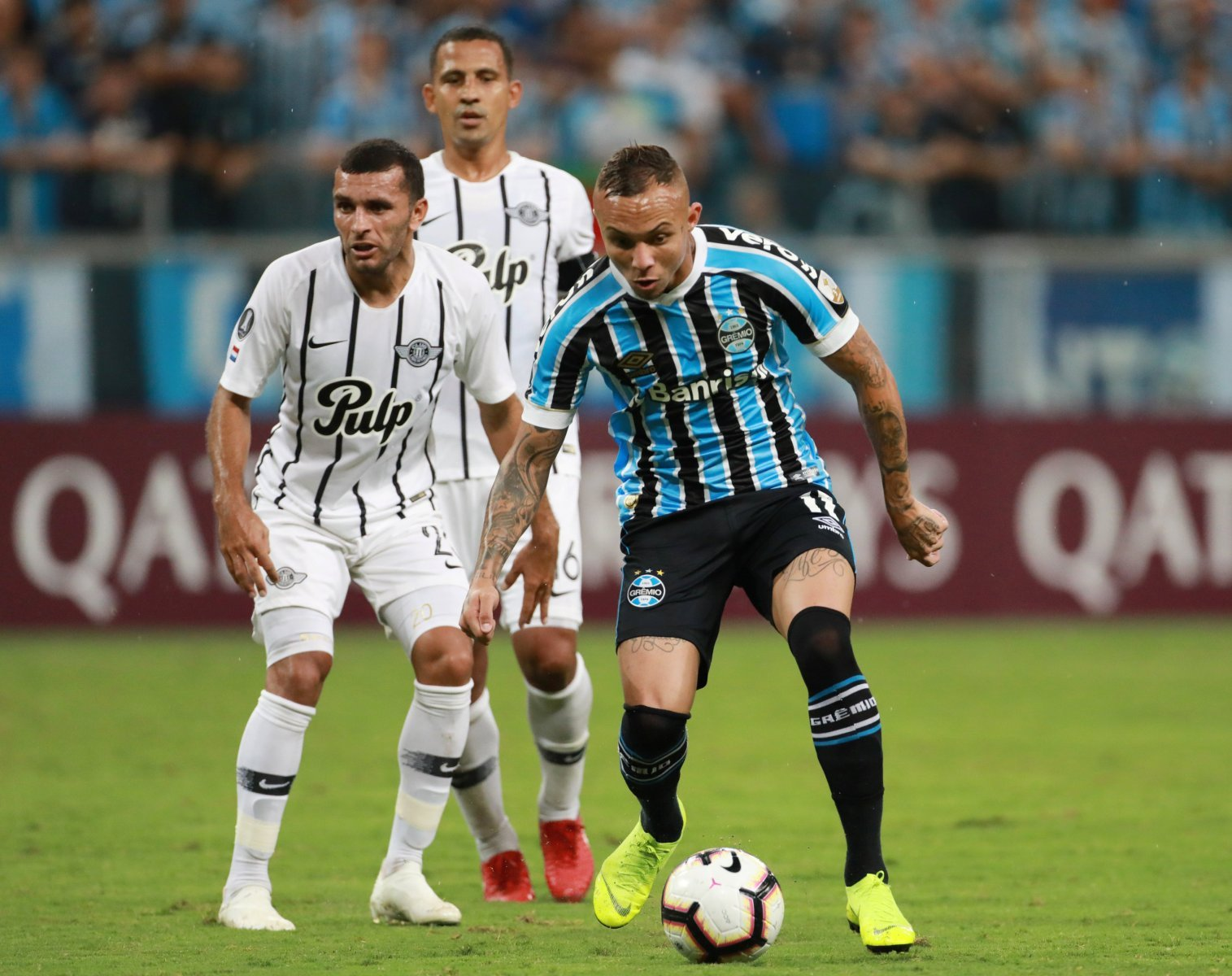 Arsenal: Everton Soares deal edges closer as officials jet to Brazil