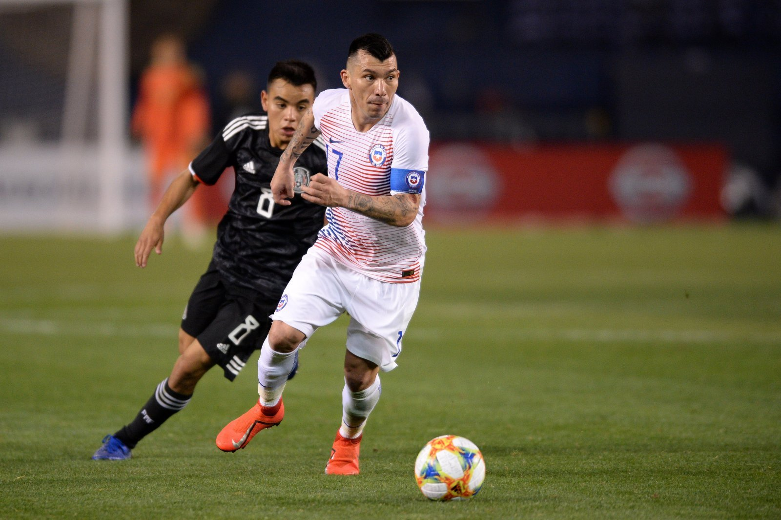 West Ham close to completing deal for Gary Medel