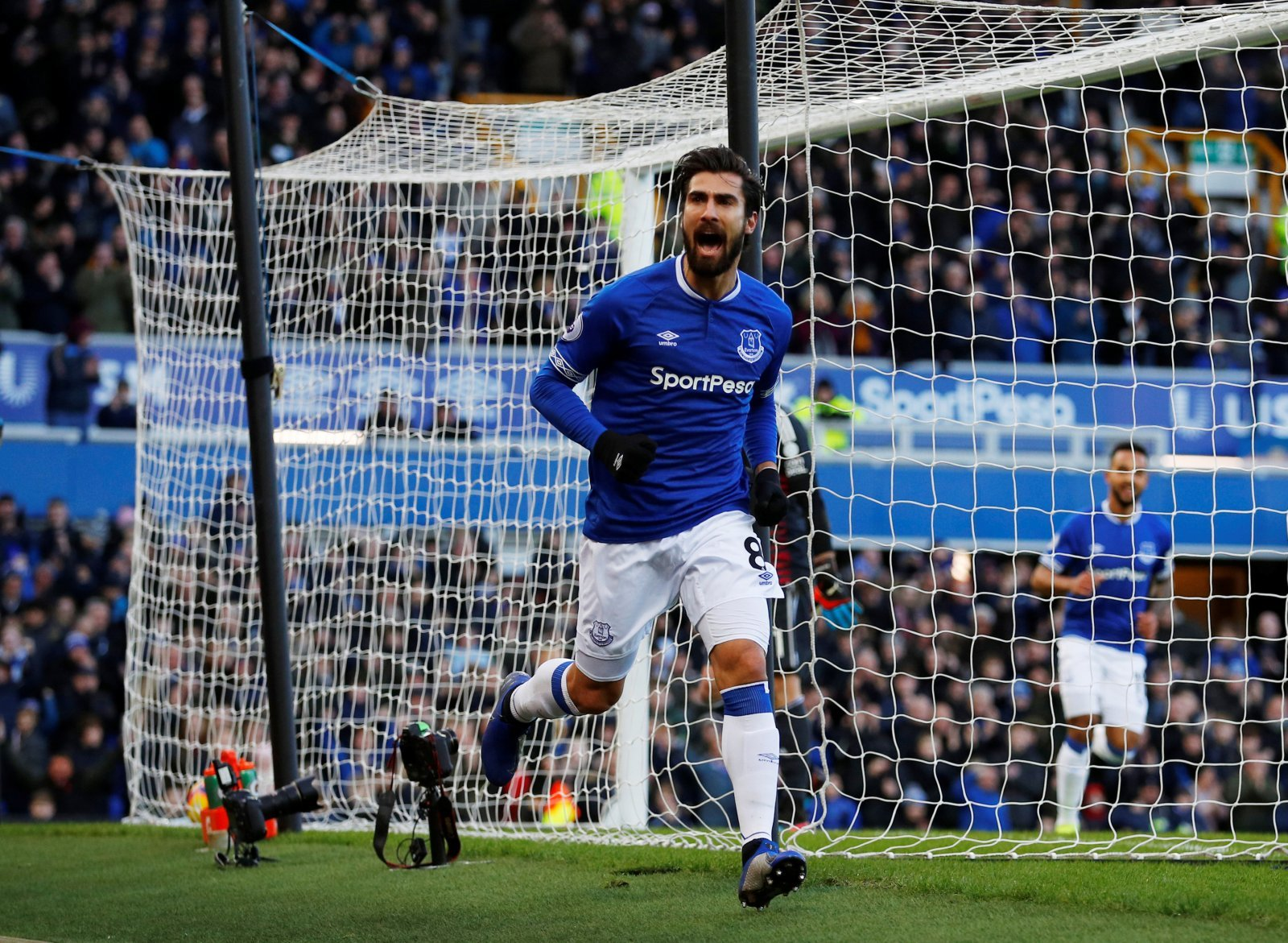 Everton: Fans flood Andre Gomes Instagram post amid sideline spell