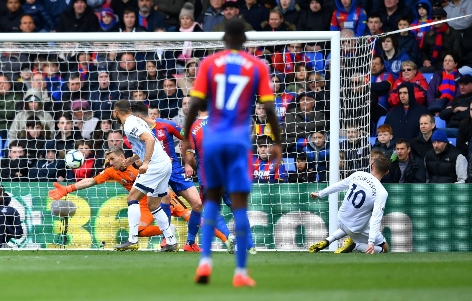 Crystal Palace: Fans can't decide between Vicente Guaita and Gary Cahill for POTM