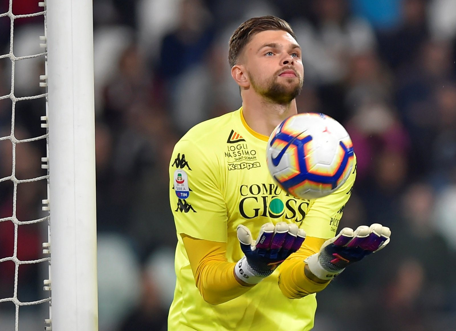 Huddersfield Town: Siewert must go all-out to sign Bartlomiej Dragowski this summer