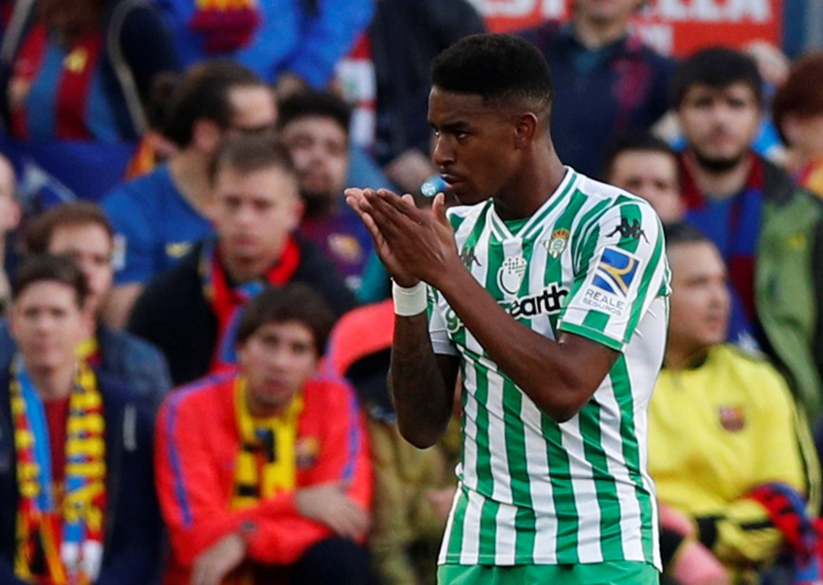Tottenham: Fans excited about Junior Firpo claim