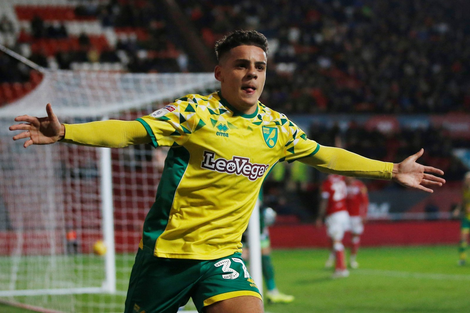 Crystal Palace: Club set to make £10m bid for Max Aarons