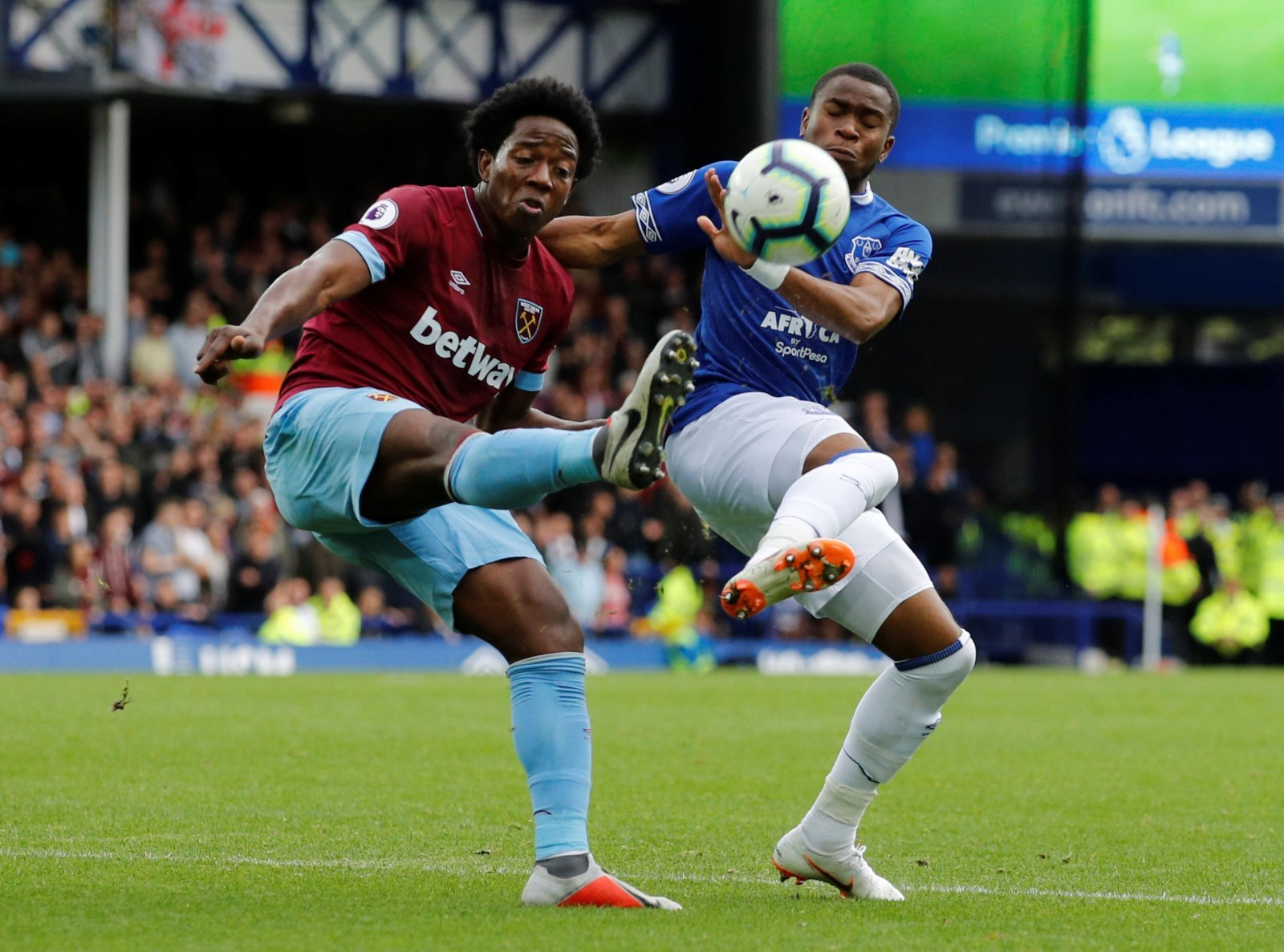 West Ham: Supporters on Twitter slam Pellegrini for comments on Carlos Sanchez