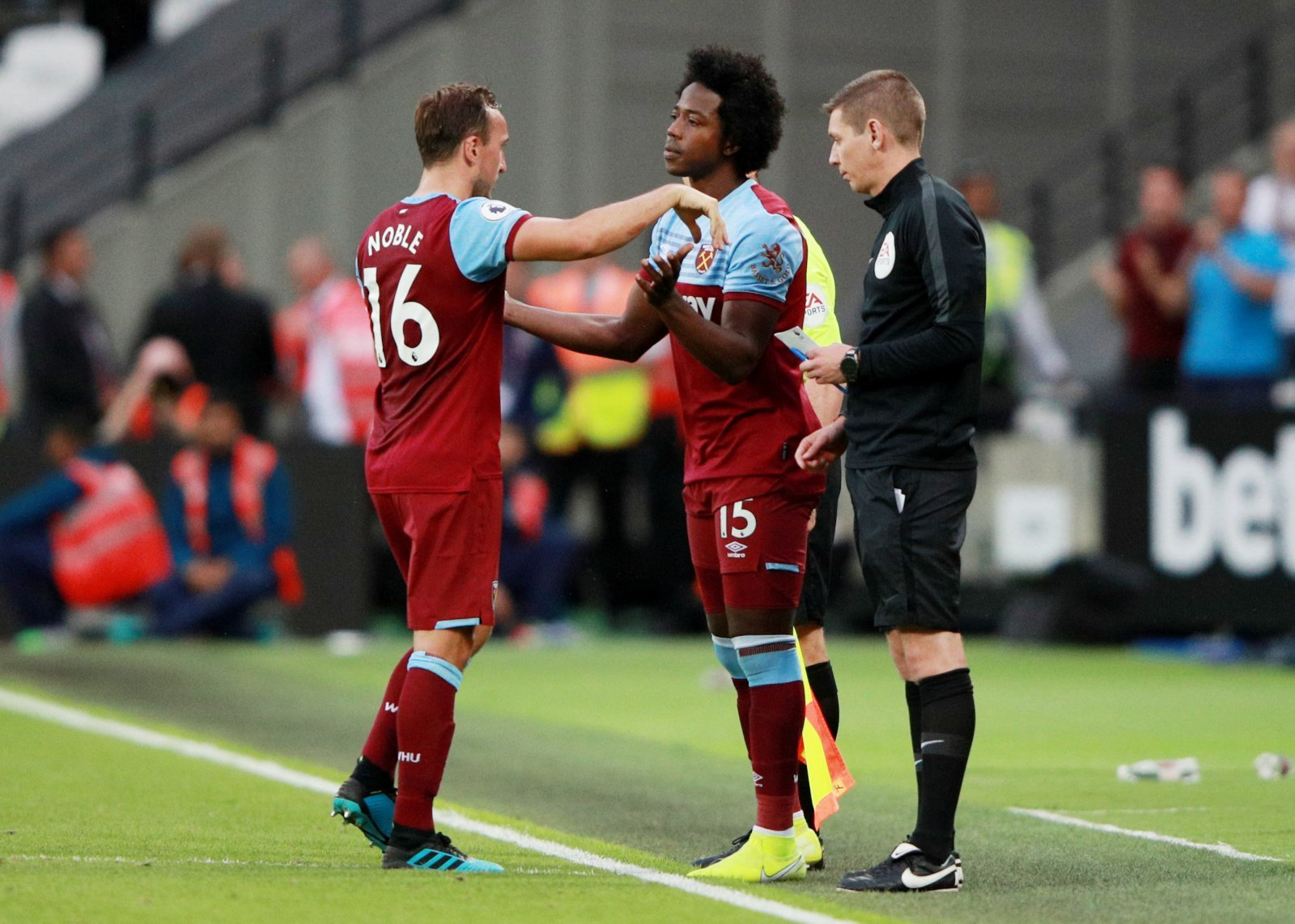 West Ham United: Carlos Sanchez could be allowed to leave in January