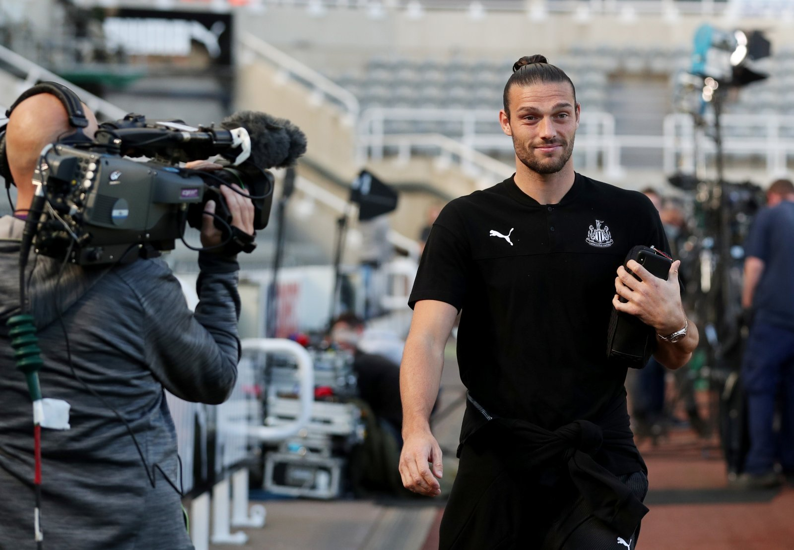 Newcastle United: Fans show love for Andy Carroll after Joelinton message