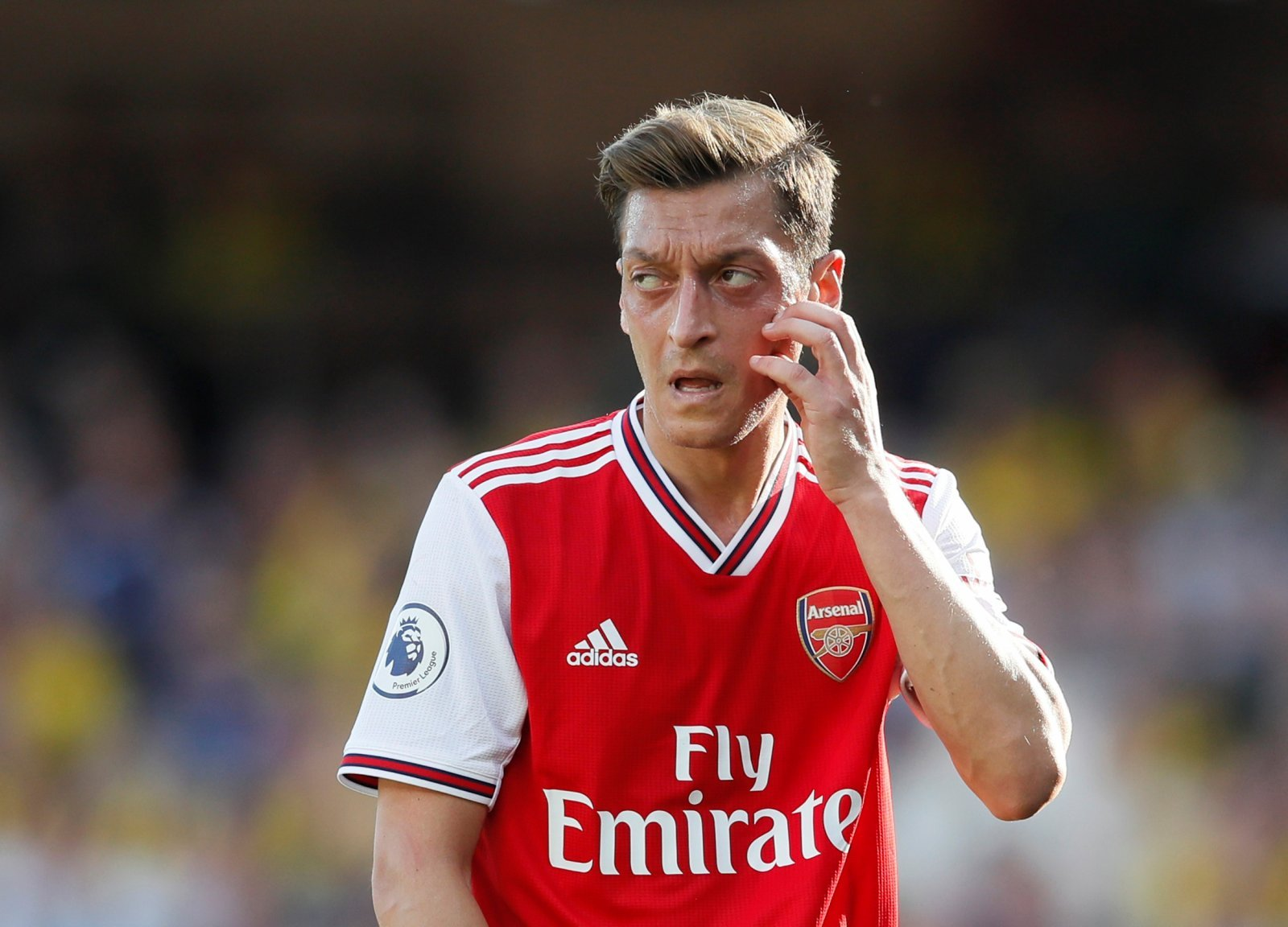 Arsenal: Fans unsure of Unai Emery's reason for leaving Mesut Ozil back in London
