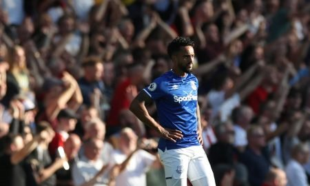Everton's Theo Walcott looks dejected after conceding their second goal v Sheffield United