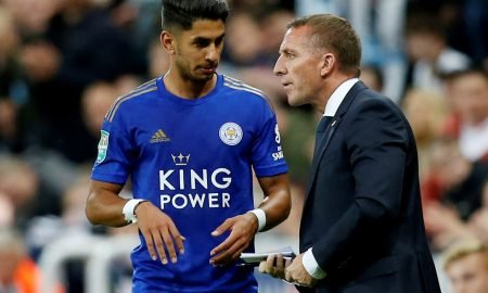 Leicester City manager Brendan Rodgers speaks to Leicester City's Ayoze Perez