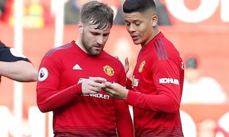 Manchester United's Luke Shaw and Marcos Rojo read a note from Manchester United manager Ole Gunnar Solskjaer during the Watford match, March 2019