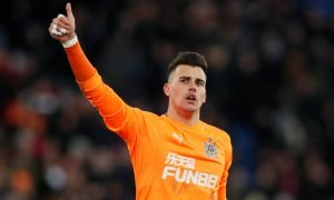 Newcastle United's Karl Darlow gestures to the crowd v Crystal Palace, Feb 2018