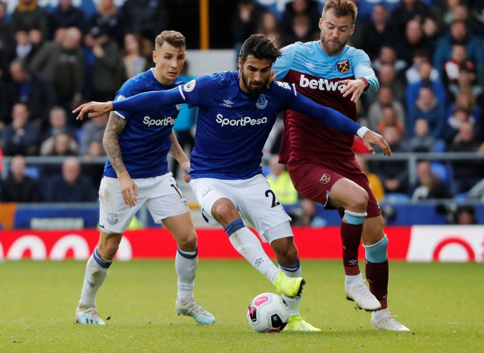 Barcelona: Fans react to club's message for Andre Gomes