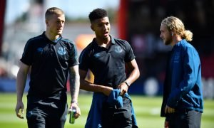 Everton's Jordan Pickford, Mason Holgate and Tom Davies on the pitch before the AFC Bournemouth match